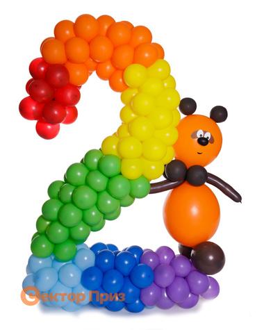 Фигура из шаров «Цифра два с Винни Пухом»