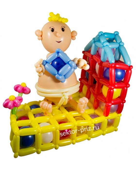 Фигура из шаров «Малыш на игровой площадке»
